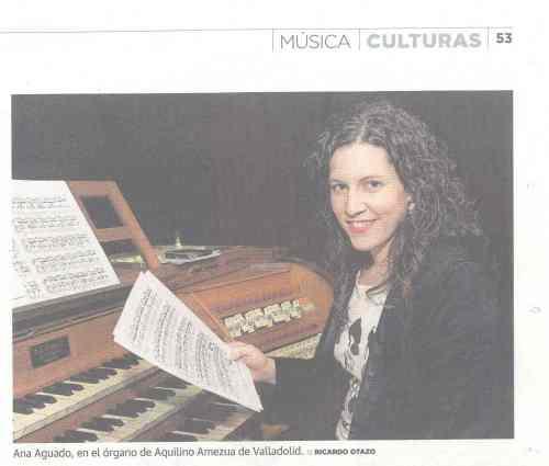 Ana Aguado en el órgano Amezua de la Catedral de Valladolid (foto Ricardo Otazo)