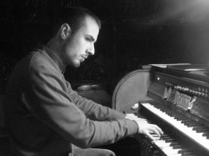Víctor Aliste, organista