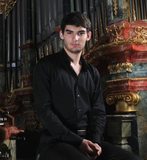 Aarón Ribas, organista